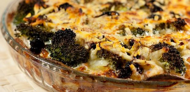 bulviu-apkepas-su-brokoliais-ir-lasisa